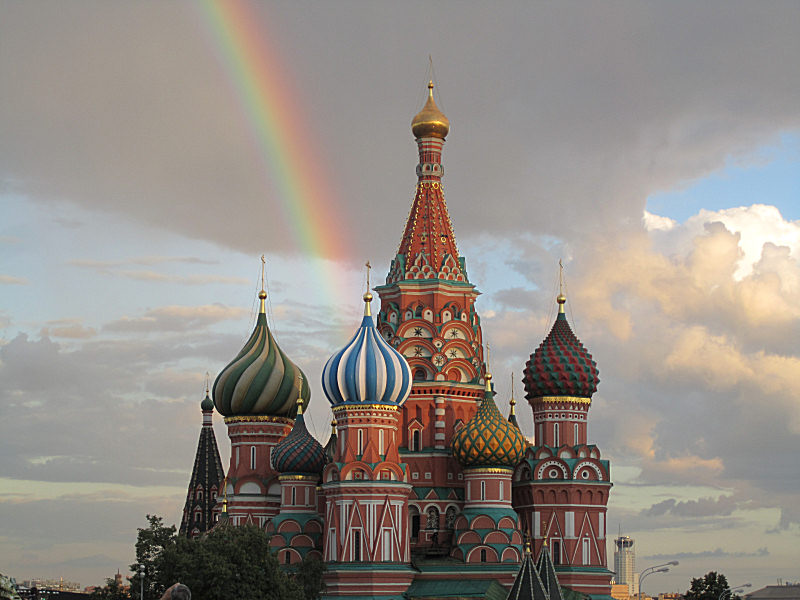 01_St_Basils_in_Red_Square_with_a_rainbow.jpg