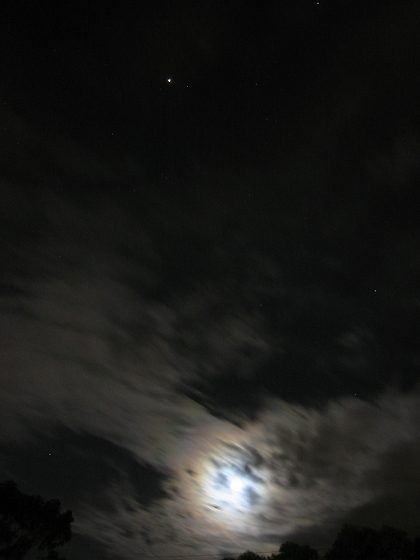 00_my%20first%20pic%20of%20mar%20on%20a%20cloudy%20day%20with%20the%20moon.jpg